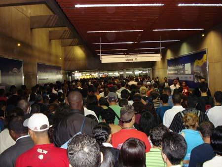 Congestionamento de pessoas - foto: Robson Leandro da Silva