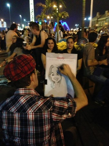 caricaturista faz desenho