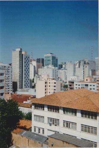 a vista da janela do apartamento 72