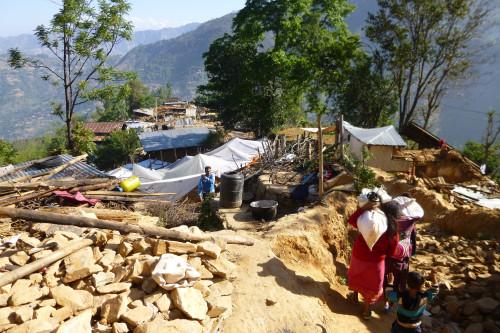 A pequena aldeia foi destruída - e todos sobreviveram! Foto: Anjetika