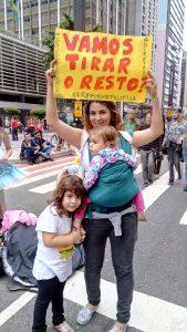 Família que protesta unida permanece unida